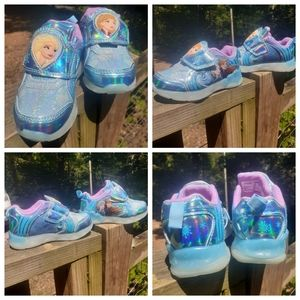 ❄️NWT Frozen toddler size 7 shoes ❄️
